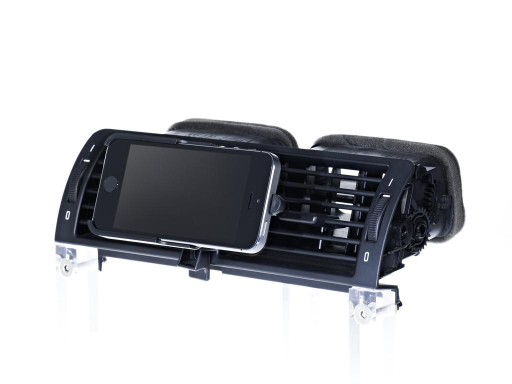 xMount@Air - iPhone SE Lüftungshalter im Auto einfach praktisch