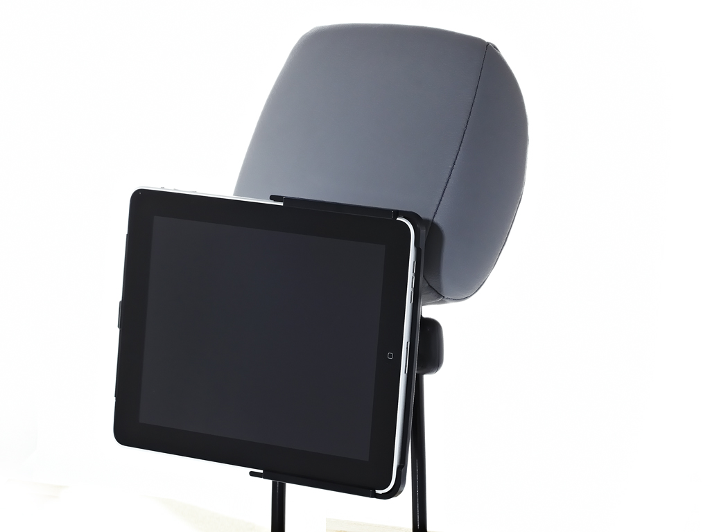 ipad 1 kofst tzenhalter bringt das kino ins auto. Black Bedroom Furniture Sets. Home Design Ideas