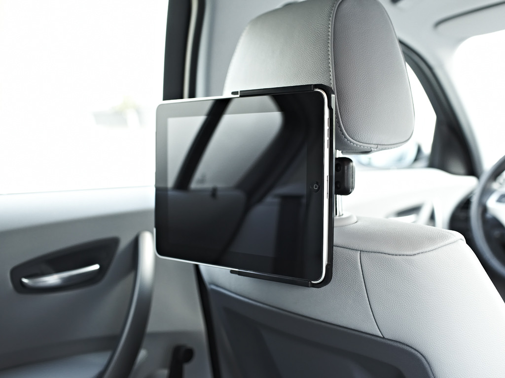 xMount@Car - iPad 1 Kofstützenhalter bringt das Kino ins Auto